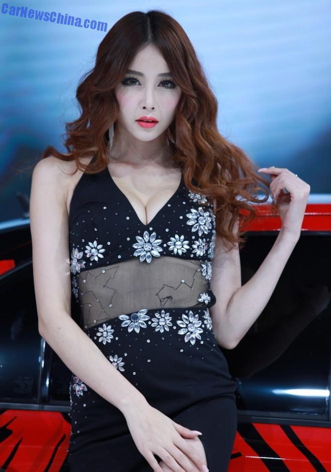 china-car-girls-gz-2-beijing-chery-1