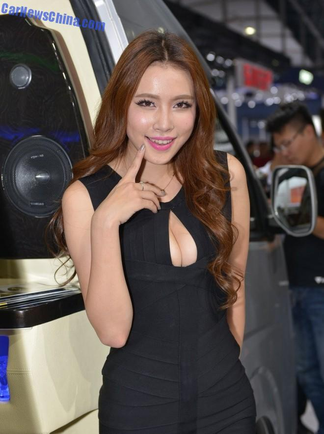 china-car-girls-gz-foton-1