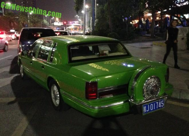 Spotted in China: Lincoln Town Car is a Fine green Frog