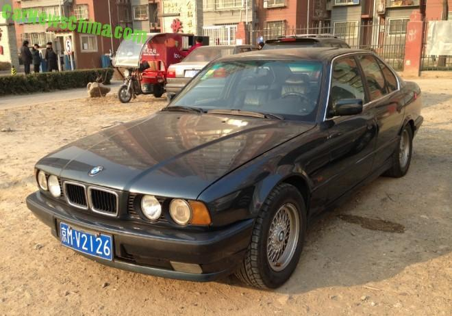 Spotted in China: E34 BMW 525i sedan in Green