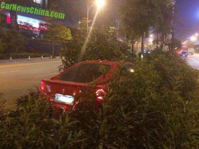 Crash Time China: Ferrari F12 hits the Trees in China