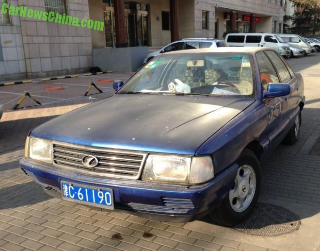 Spotted in China: Hongqi CA7180A2E in Blue