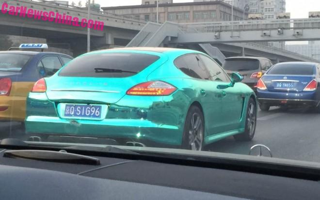 Porsche Panamera is shiny green in China