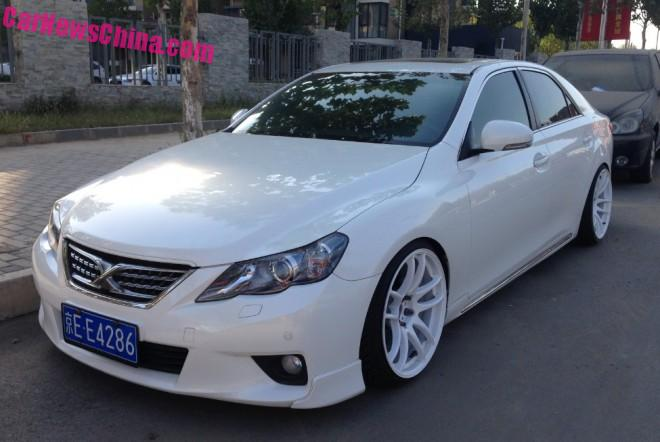 Toyota Reiz is a white Low Rider in China