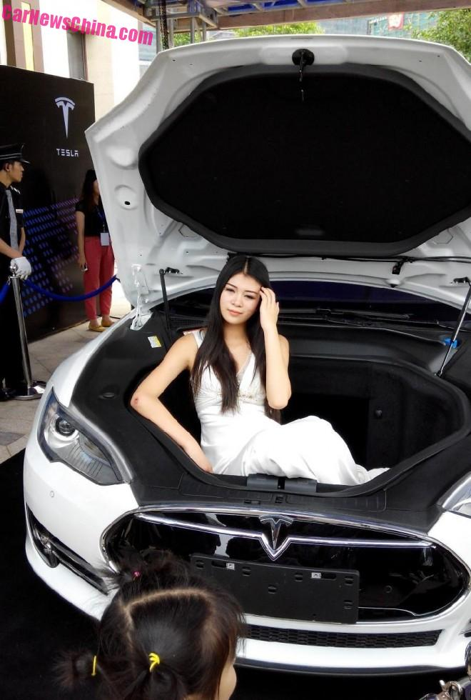 Why Tesla won't sell More Cars in China any Time soon. Part 1: Stores & Service Centers