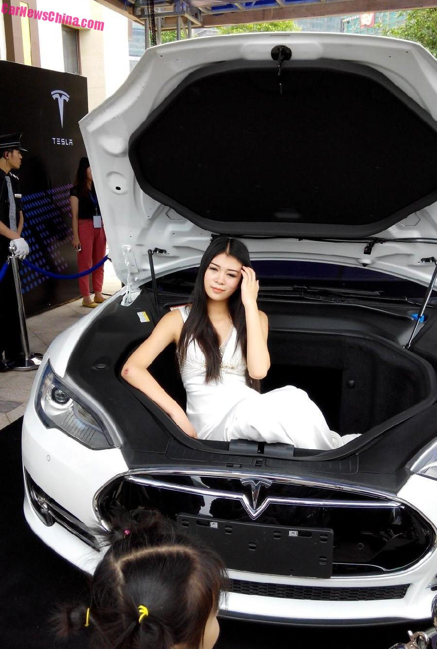 why tesla won 39 t sell more cars in china any time soon part 1 stores service centers. Black Bedroom Furniture Sets. Home Design Ideas