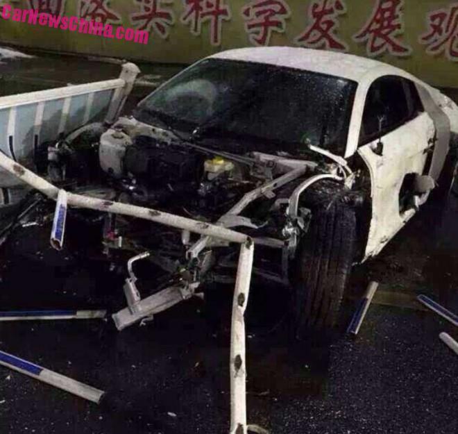 audi-r8-v10-crash-china-3