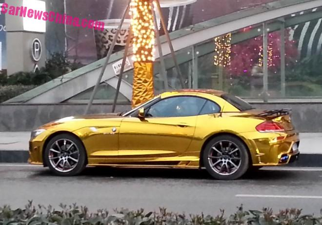 BMW Z4 is shiny Gold in China