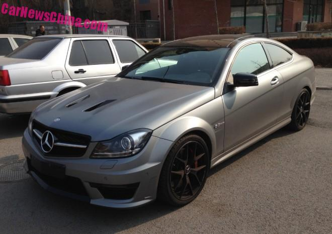 Mercedes-Benz C63 AMG Coupe is matte gray in China