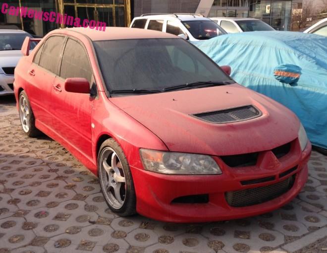Mitsubishi Lancer EVO IX is Red & Dusty in China