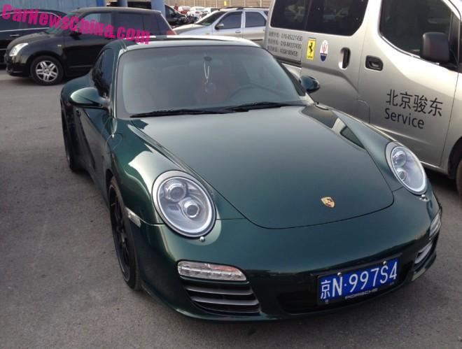 Green Porsche 911 has a License in China