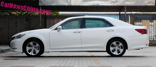 toyota-crown-china-2a