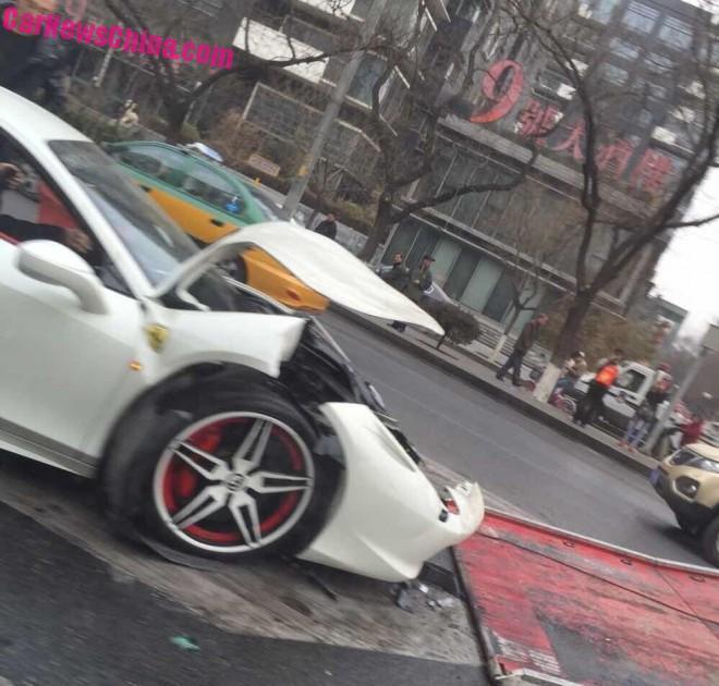 ferrari-458-china-crash-white-1a