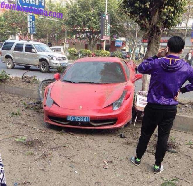 ferrari-458-crash-china-tree-2