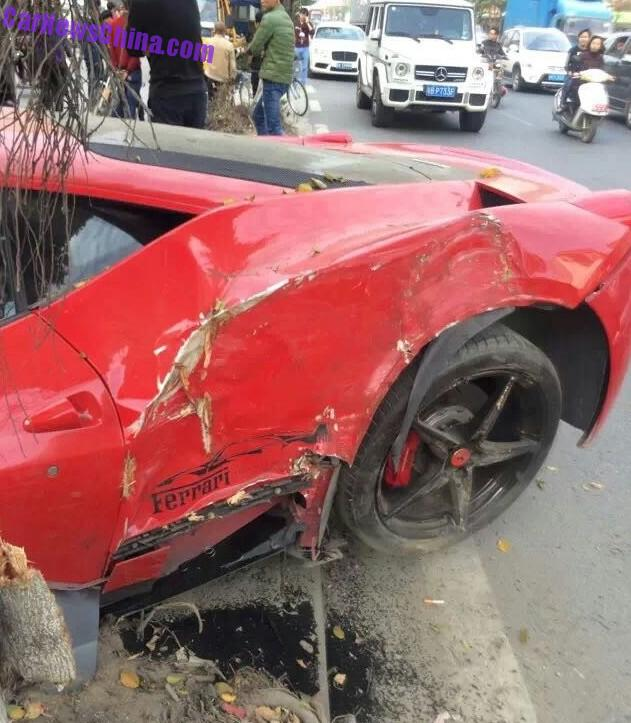 ferrari-458-crash-china-tree-3