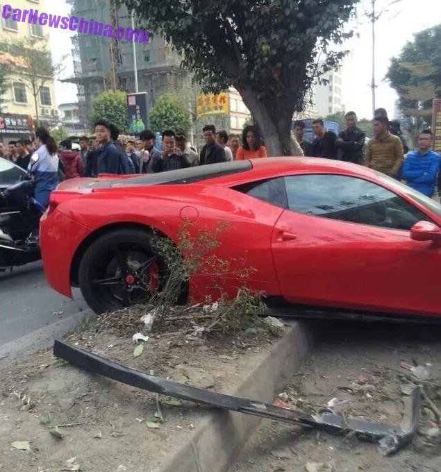 ferrari-458-crash-china-tree-4