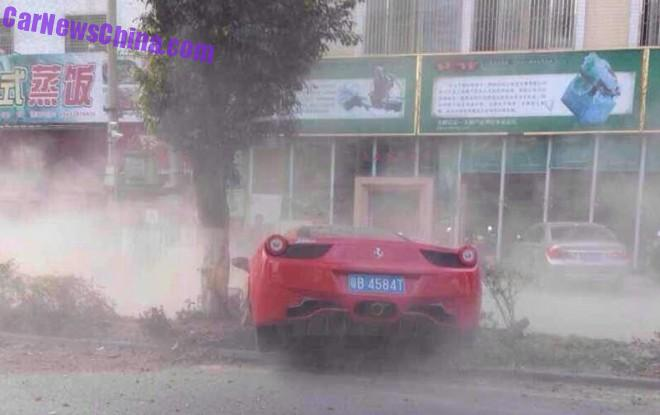 ferrari-458-crash-china-tree-5