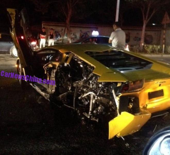 lamborghini-aventador-crash-china-1