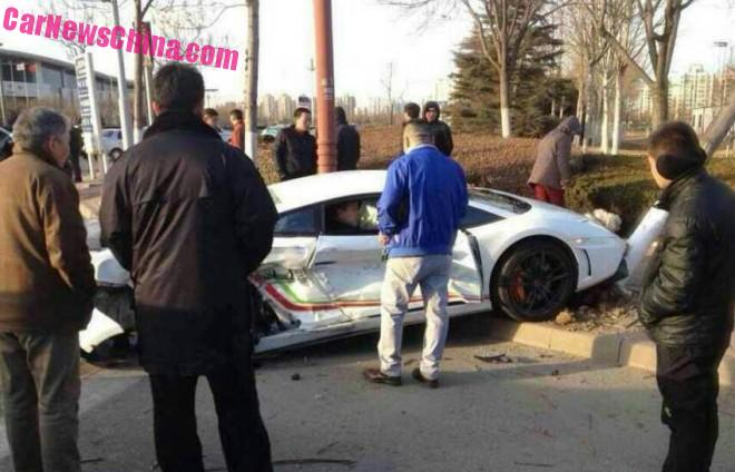 Lamborghini Gallardo LP 570-4 Super Trofeo Stradale Crashes in China