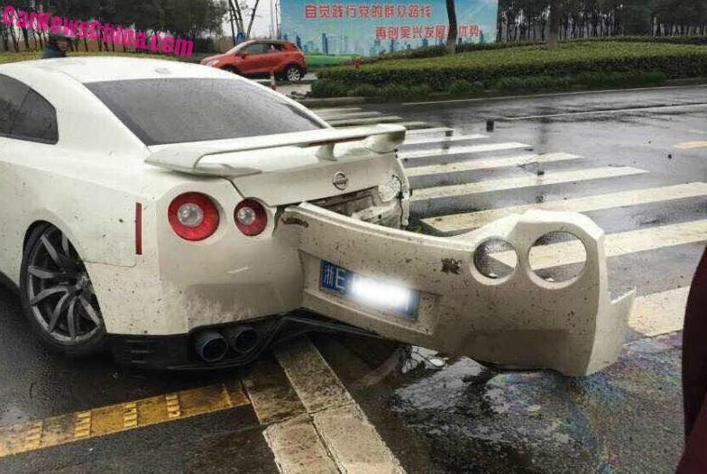 Nissan Gt R Crashes In China Carnewschina Com