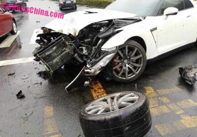 nissan-gtr-china-crash-3