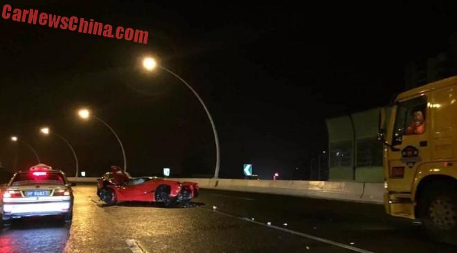 ferrari-laferrari-crash-china-4