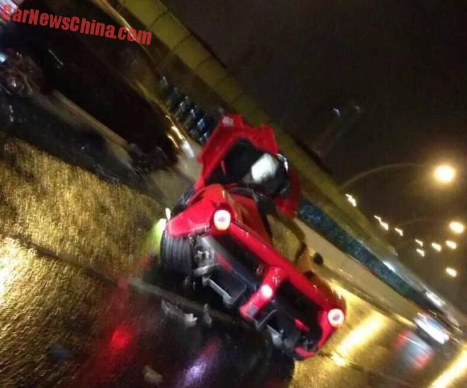 ferrari-laferrari-crash-china-6