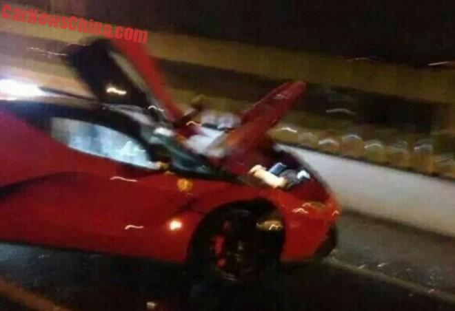 ferrari-laferrari-crash-china-8