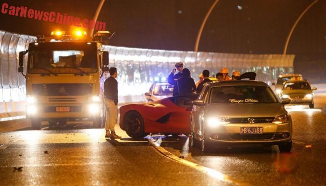ferrari-laferrari-crash-china-2-001a