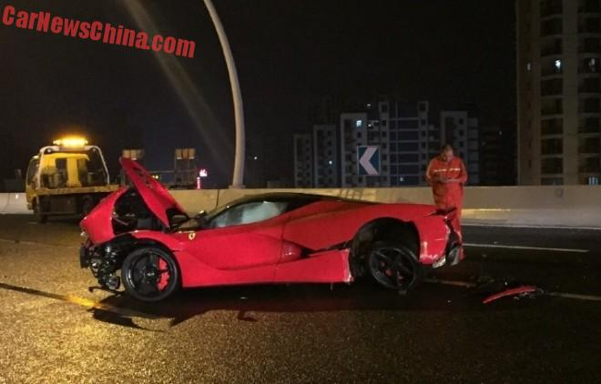 ferrari-laferrari-crash-china-2-1