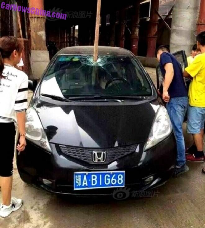 Honda Fit almost Harpooned to DEATH in China