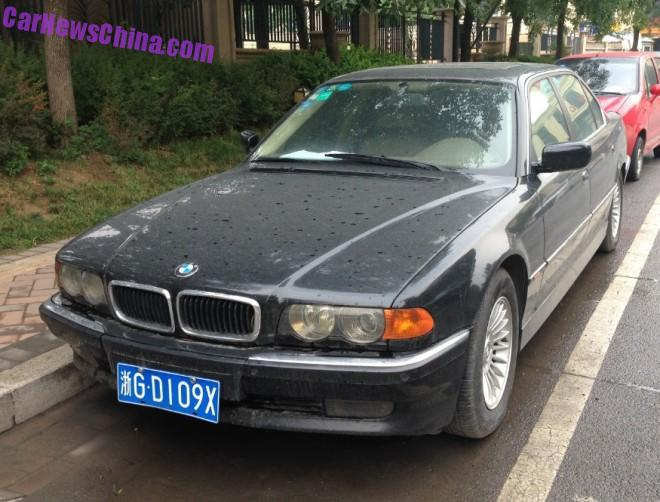 Spotted in China: E38 BMW 740 iL in black