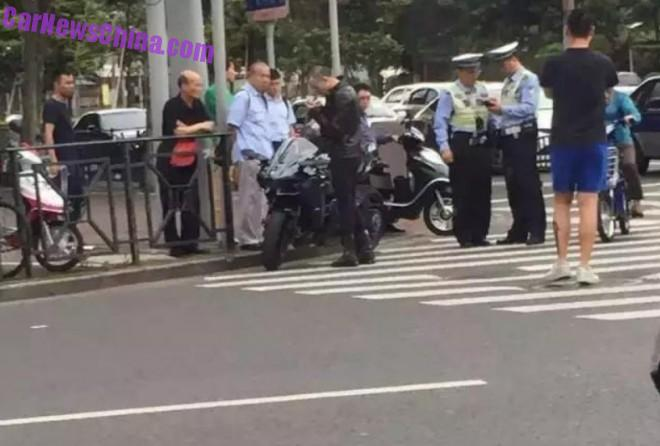 policeman-china-kawasaki-ninja-1a