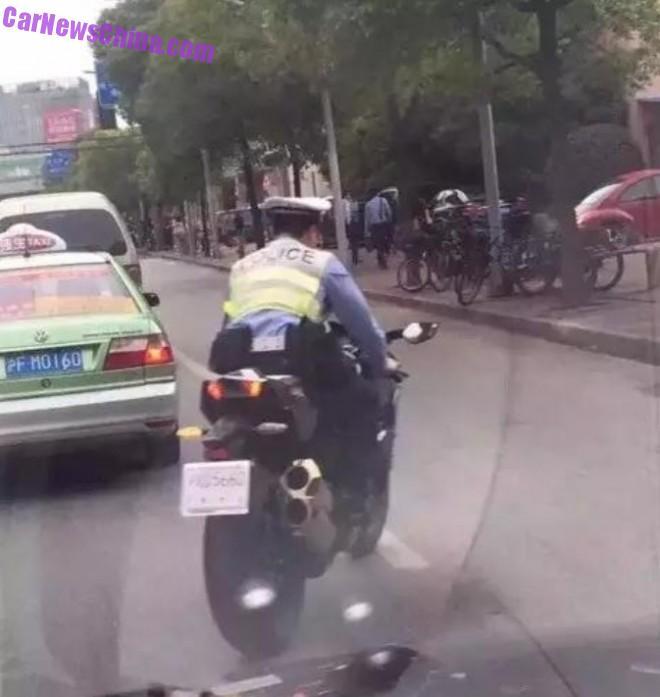 policeman-china-kawasaki-ninja-2