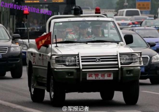 roewe-suv-police-parade-1az