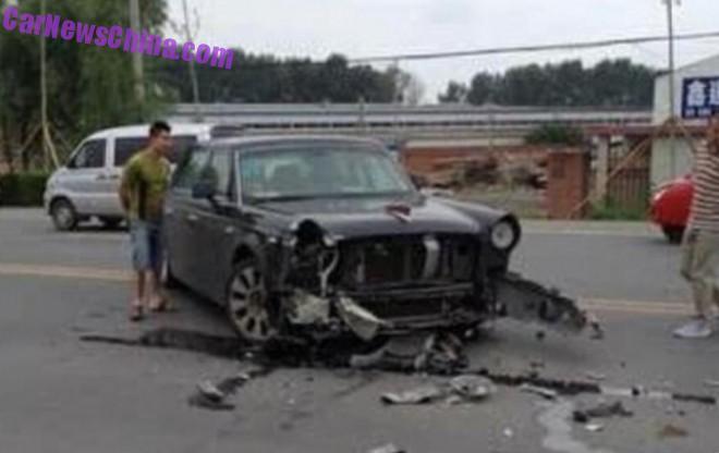 Hongqi H5 crashes in China