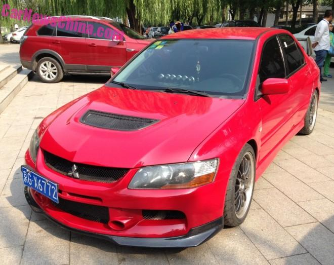 Mitsubishi Lancer EVO IX is Red in China