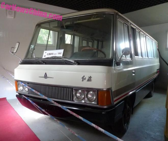 China Car History: the V8 powered Hongqi CA630 VIP minibus