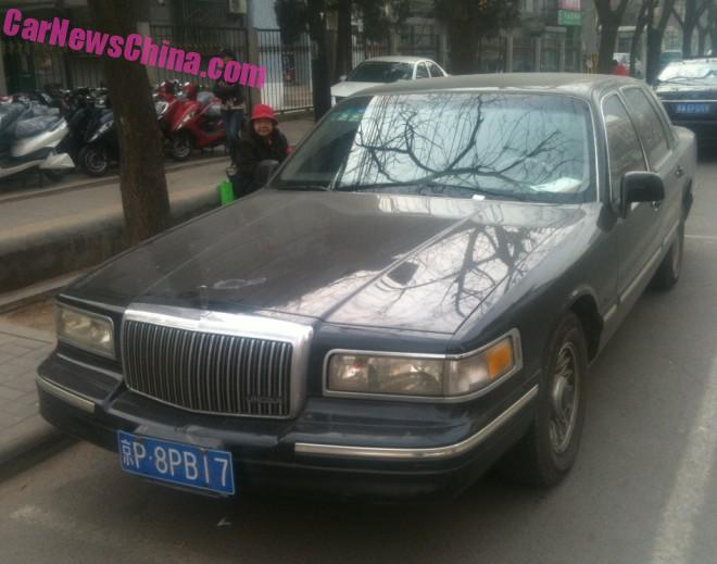 Spotted in China: second generation Lincoln Town Car in Black