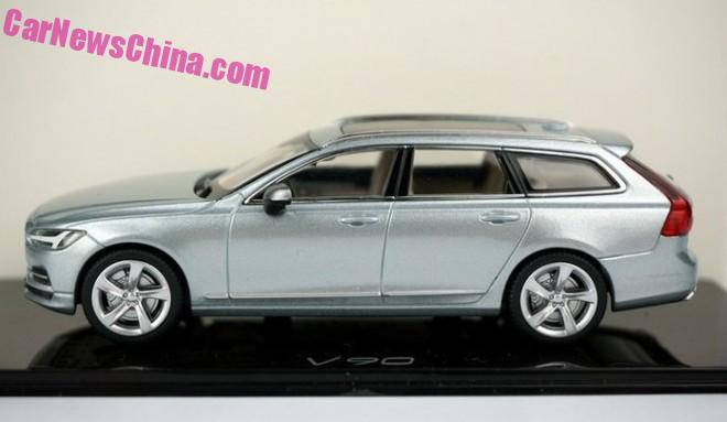 New photos of the Volvo V90 in 1:43 Liquid Blue