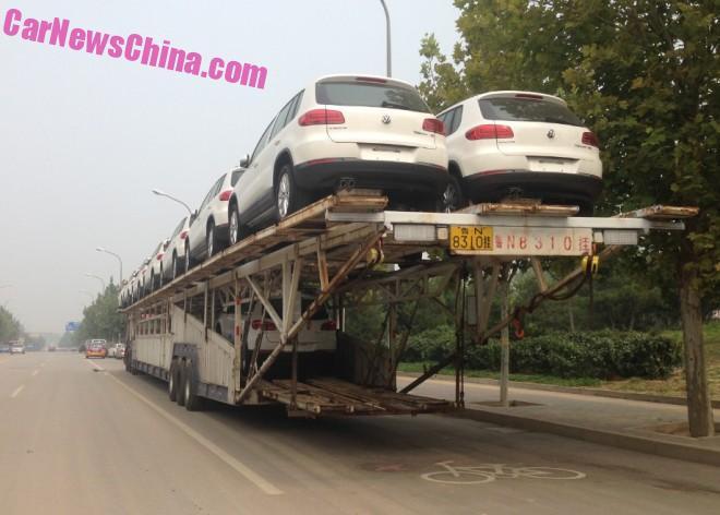 Transporting Volkswagen Tiguan SUV's in China