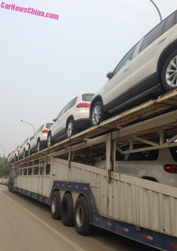 Transporting Volkswagen Tiguan Suv S In China