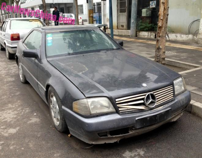 Spotted in China: R129 Mercedes-Benz SL 600 & SL 320