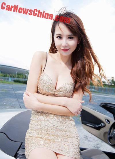 china-car-girls-sporty-car-2
