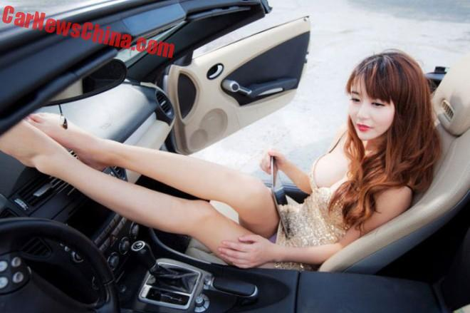 china-car-girls-sporty-car-4