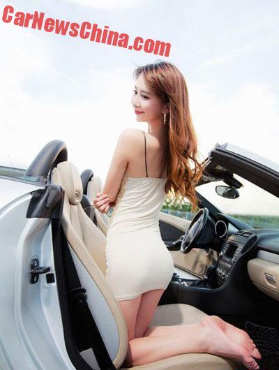 china-car-girls-sporty-car-5