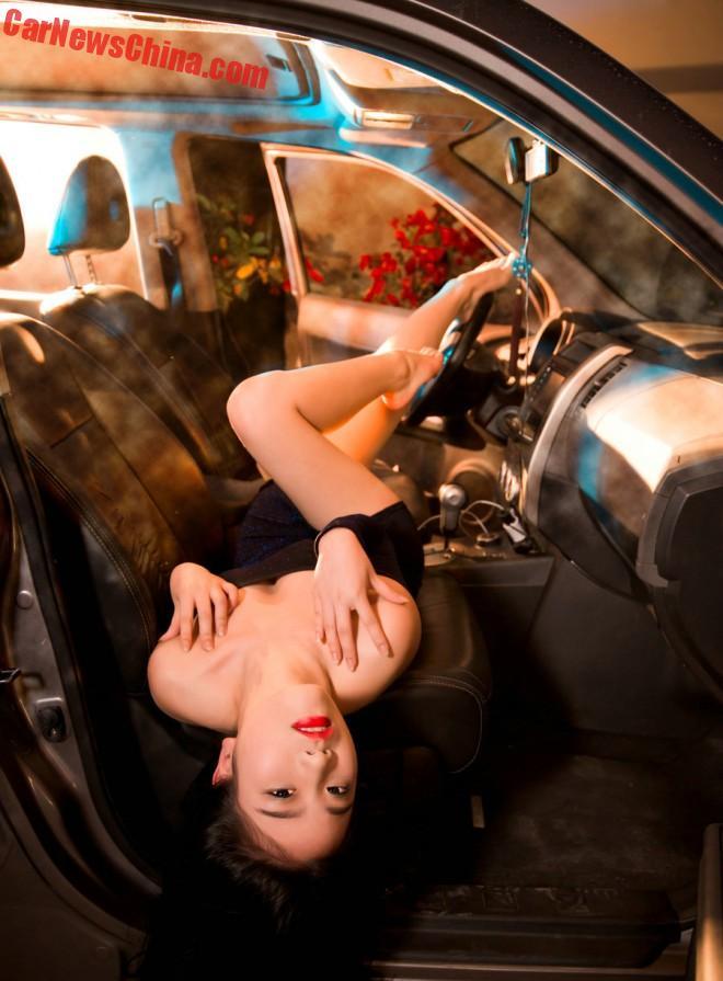 china-car-girls-suv-9