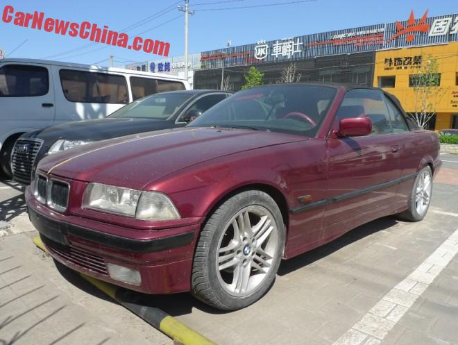 BMW E36 328i Cabrio is dark Red in China