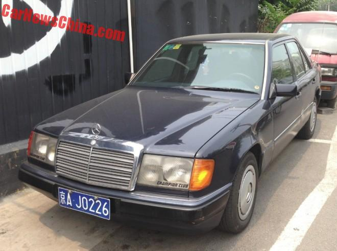 Spotted in China: first generation Mercedes-Benz 230E