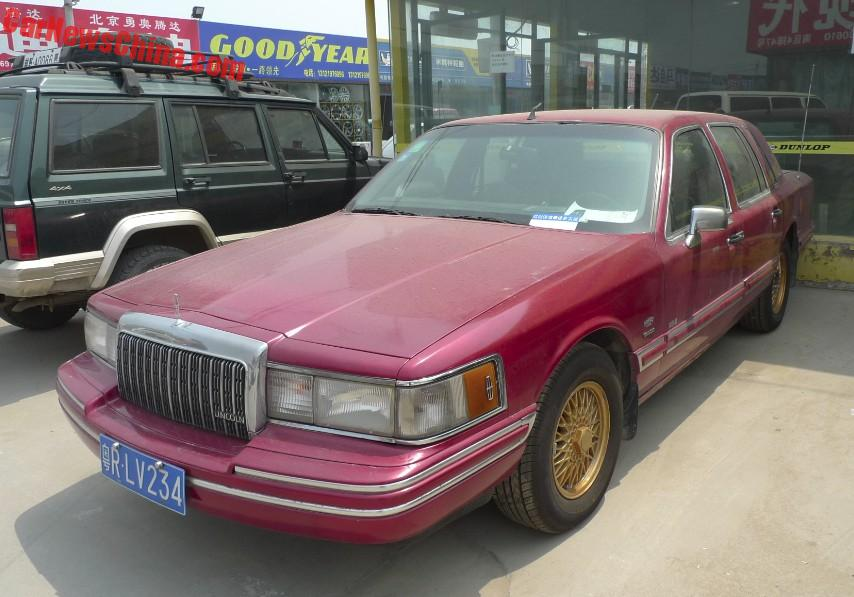 Spotted In China Lincoln Town Car Executive Series In Red